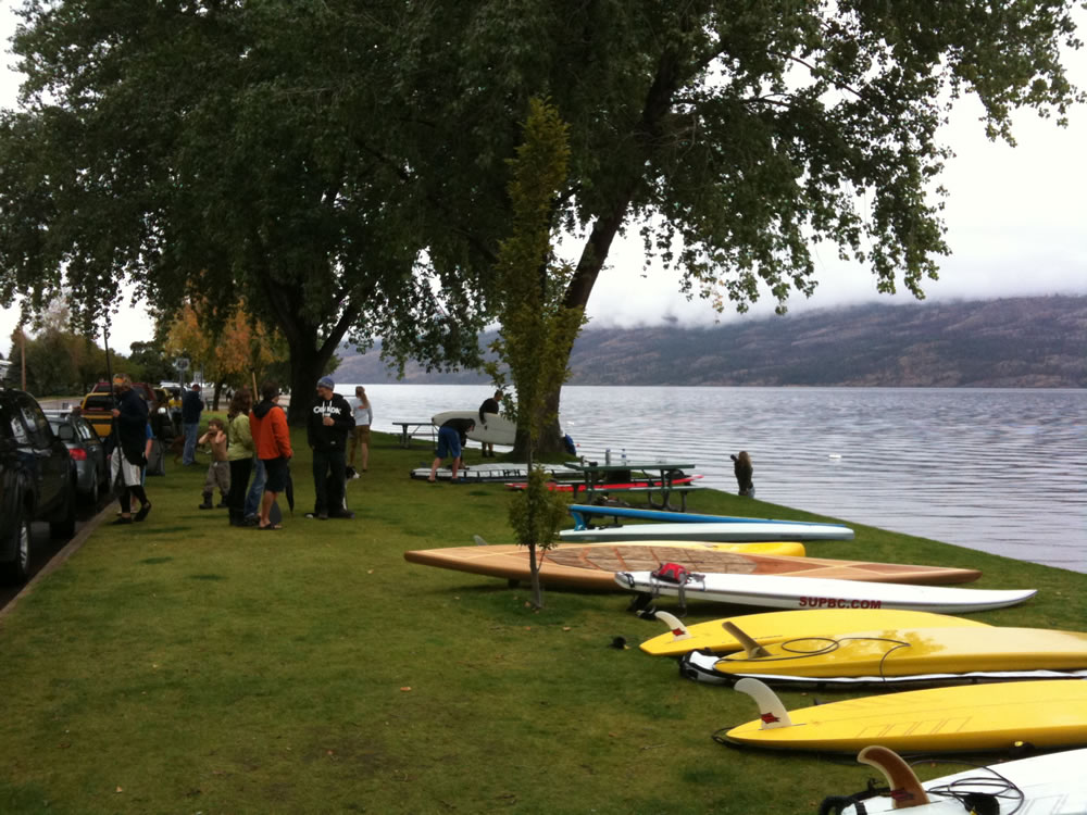 salmon-run-stand-up-paddleboard-race-peachland-02