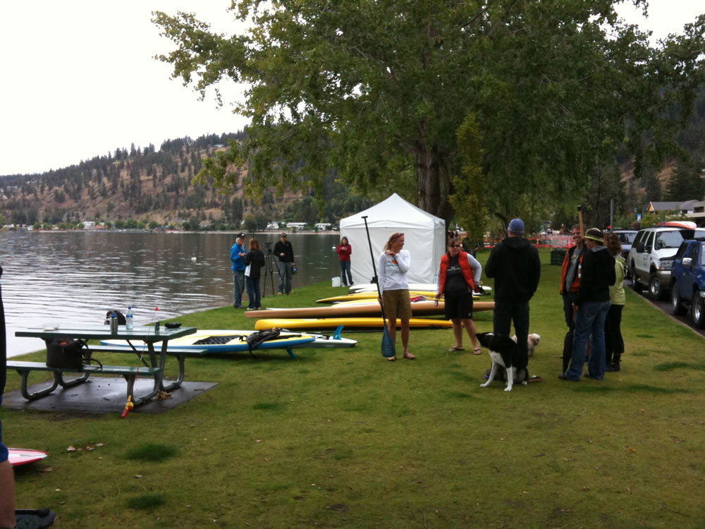 salmon-run-stand-up-paddleboard-race-peachland-03